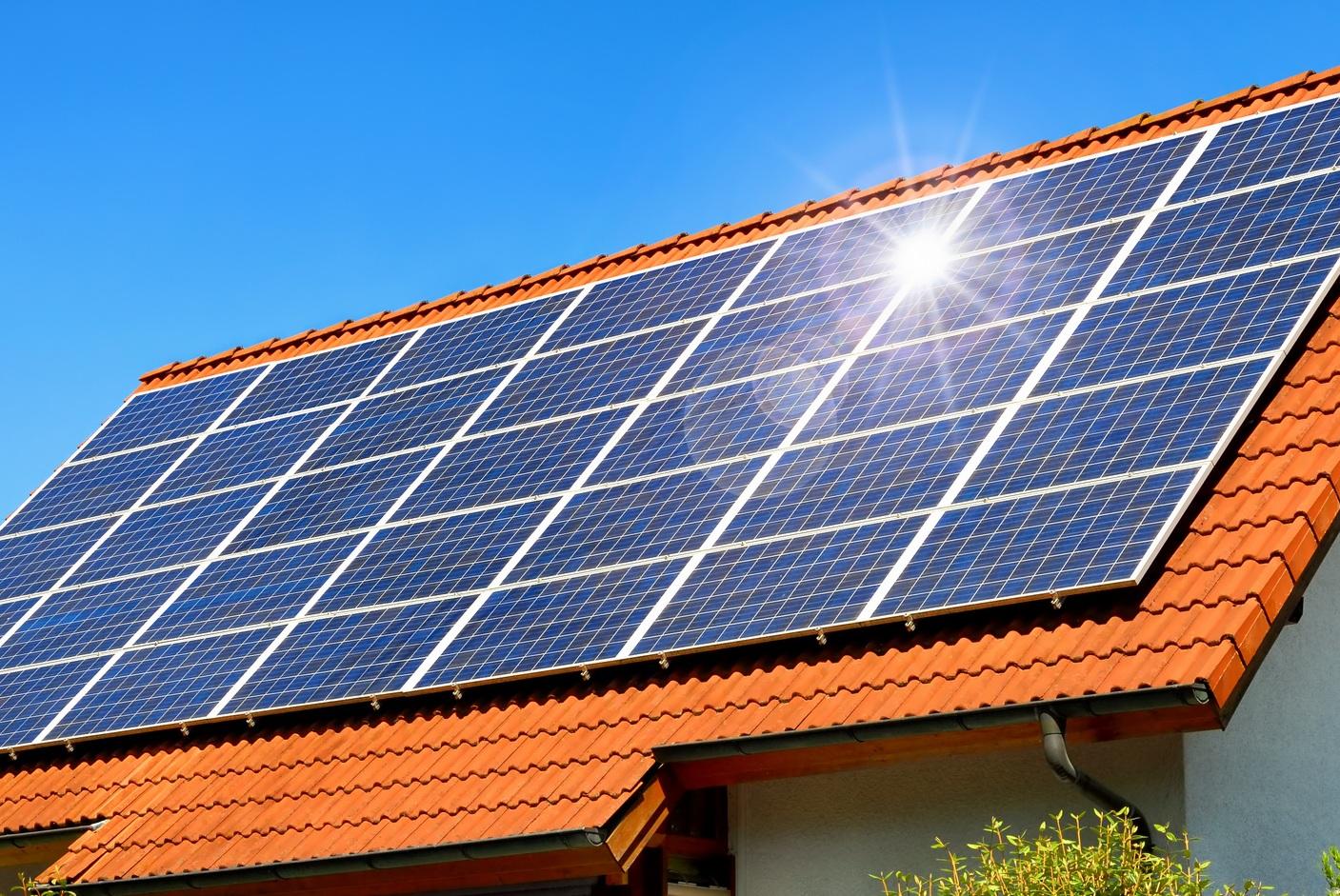 Bơm hút chân không Edwards sử dụng trong sản xuất tấm pin năng lượng mặt trời