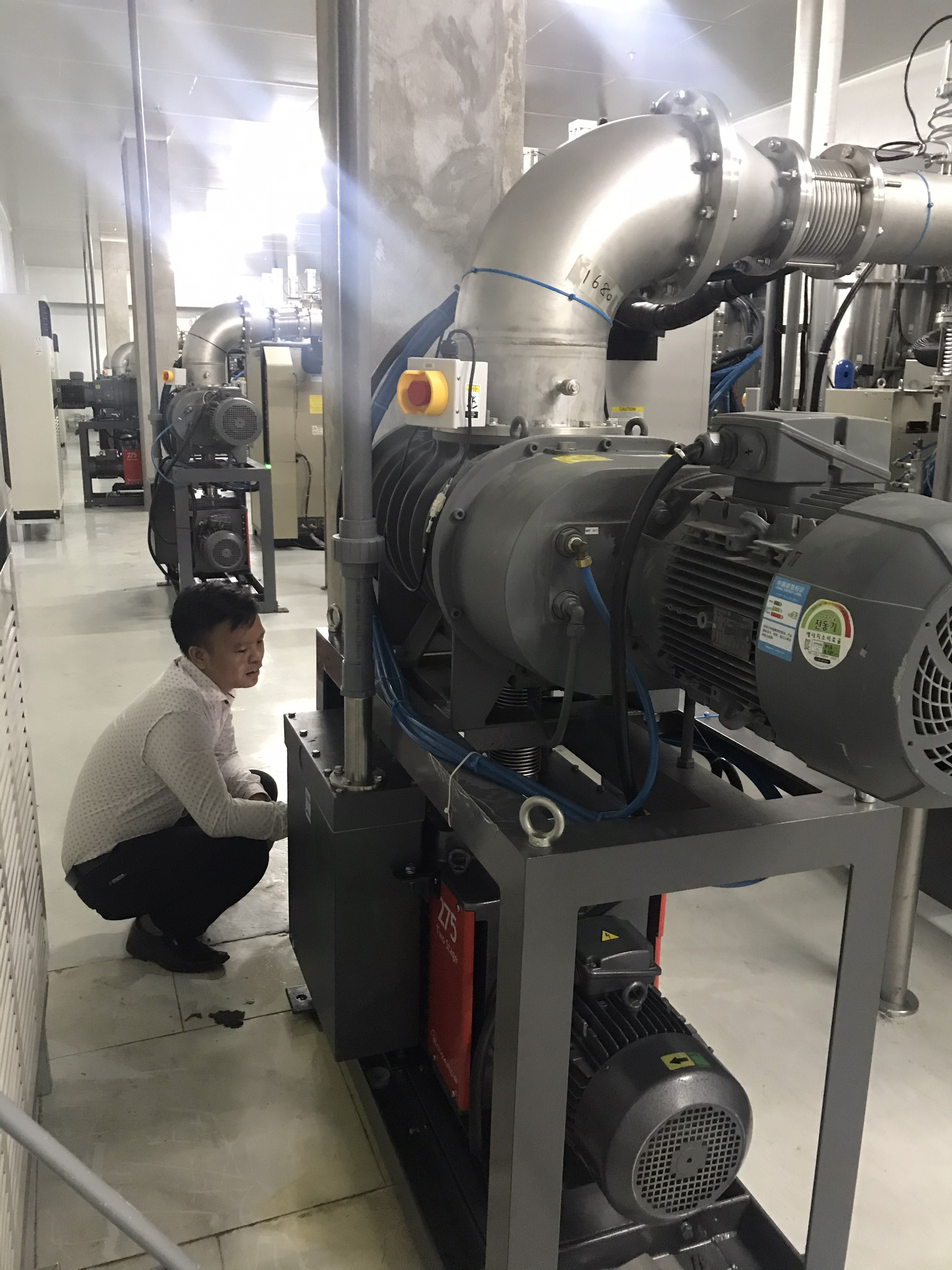 Hệ thống bơm hút chân không Edwards EH2600+E2M275 cho Coating